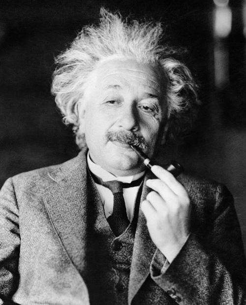 Альберт Эйнштейн хэд сурдаг байсан вэ?