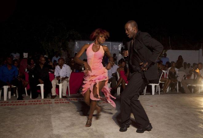 Тэр хөлөө алдсан ч бүжиглэсээр...