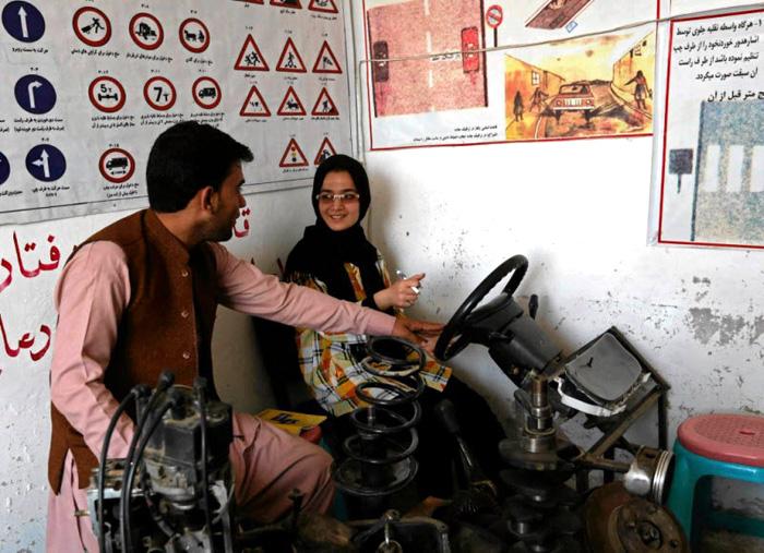 Афганистанд хэрхэн жолооч болдог вэ?