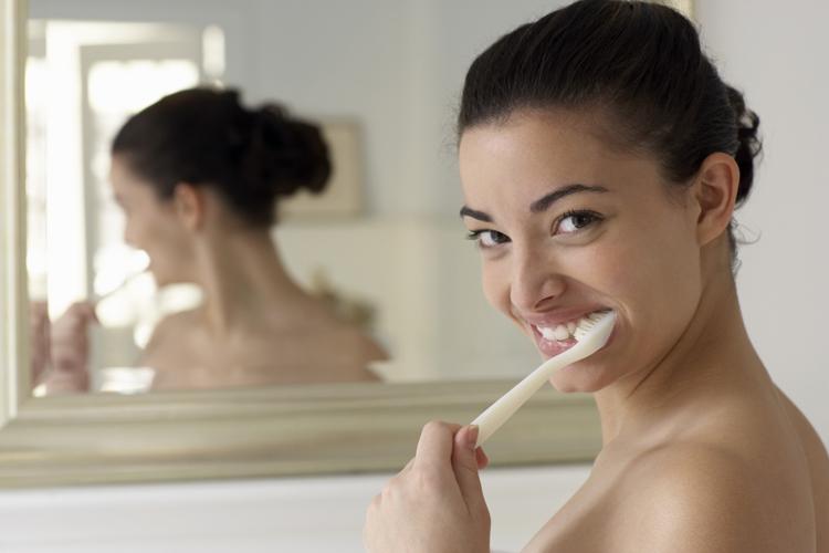 Хялбар аргаар хэрхэн шүдээ цайруулах вэ?