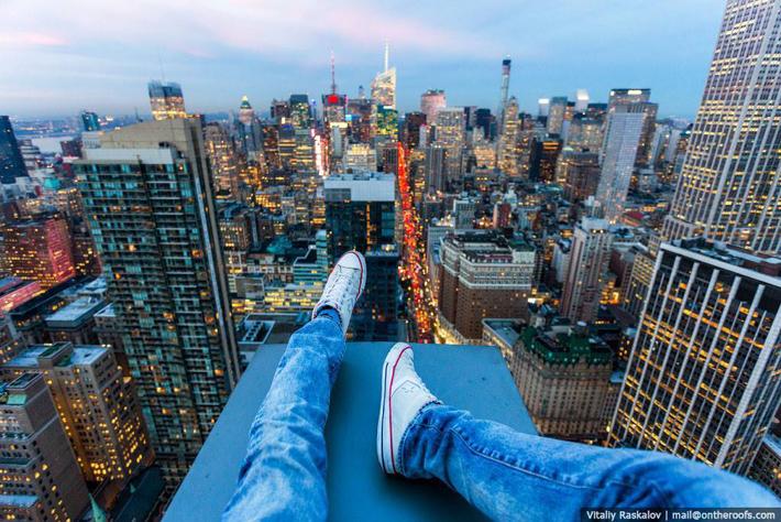 Айдсаар наадагч Нью-Йоркийн барилга дээр нууцаар гарчээ