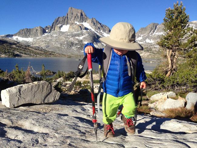 Хоёр настай хүү 480 км замыг туулжээ
