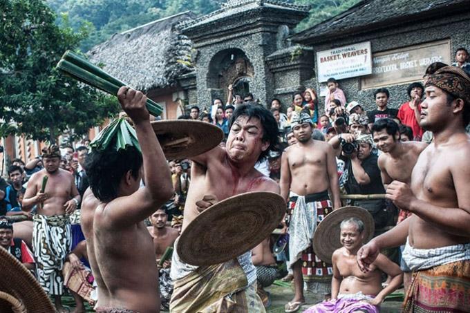 Бали дахь бас нэгэн хачирхалтай ёслол