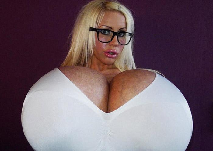 Дэлхийн хамгийн том хөхтэй эмэгтэй