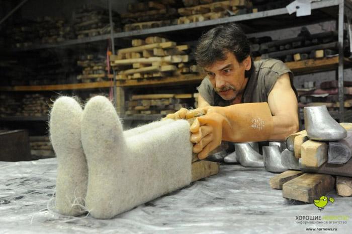Челябинск мужид эсгий гутлыг хэрхэн хийдэг вэ?