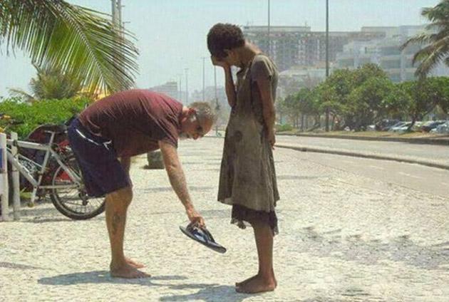 Сайхан сэтгэлтэй хүмүүс бас байдаг л юм байна