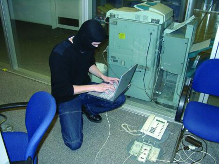 Хакерууд хэрхэн гэмт хэрэг үйлддэг вэ?