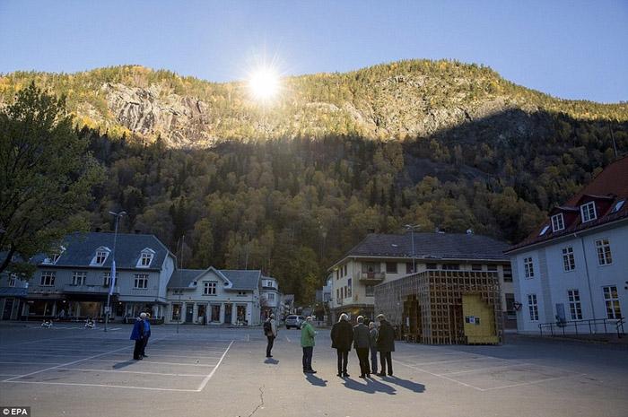"""Норвегийн оршин суугчид хиймэл """"нартай"""" болжээ"""