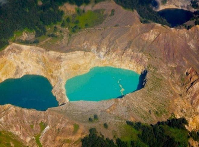 3 өнгийн нууртай галт уул