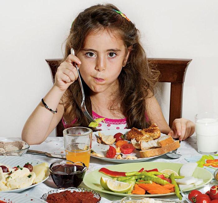 Орон орны хүүхдүүдийн өглөөний зоог
