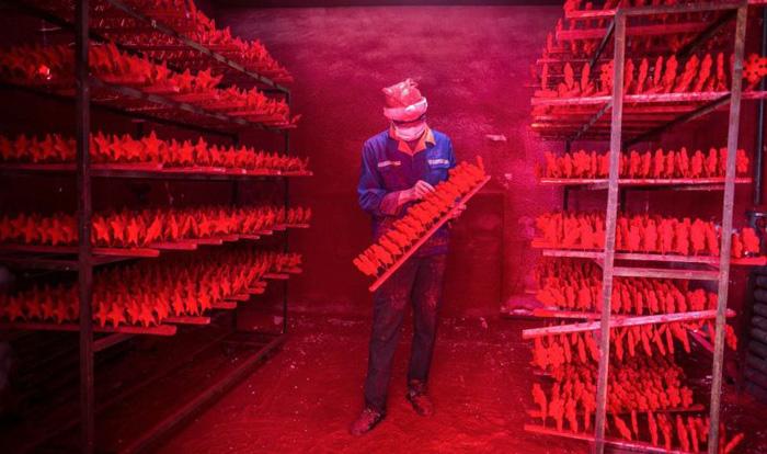 Хятадын шинэ жилийн тоглоомны үйлдвэр