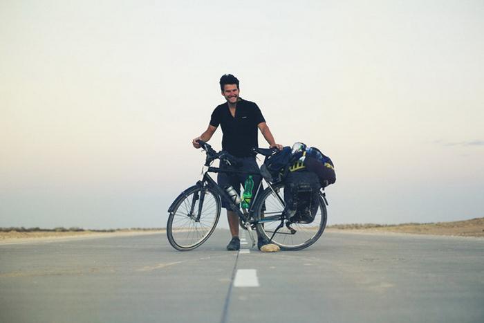 Дугуйгаар 40,000 км аялсан залуу