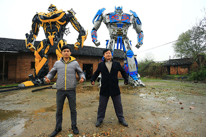 Аав, хүү хоёр төмрийн хаягдлаар робот бүтээжээ