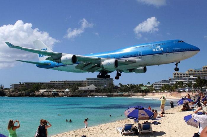 Жуулчдыг алмайруулдаг онгоцны буудал