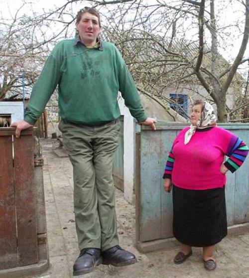 Дэлхийн хамгийн өндөр хүн нас баржээ