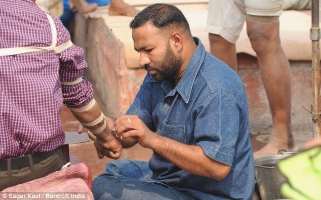 Энэтхэгийн гудамжинд хийдэг цус ханах эмчилгээ