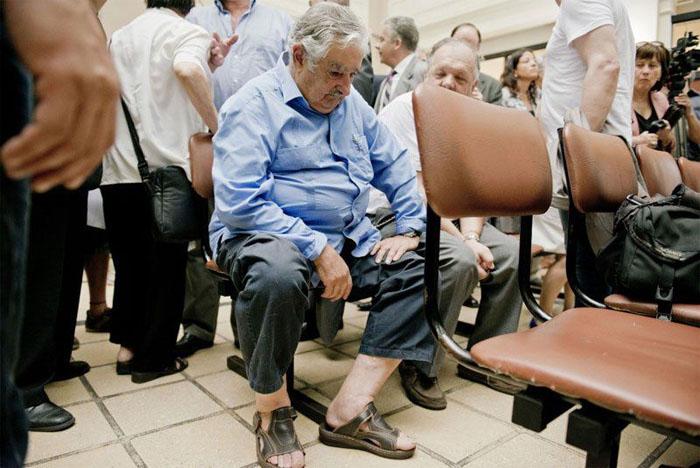 Эмнэлэгийн оочир хүлээж буй Уругвайн ерөнхийлөгч