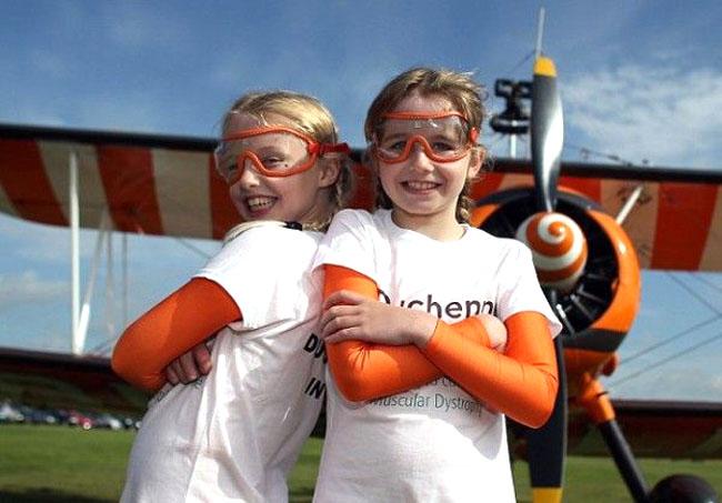 Дэлхийн хамгийн залуу агаарын гимнастикчин эгч дүүс