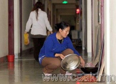 Ариун цэврийн өрөөнд амьдардаг хятад гэр бүл